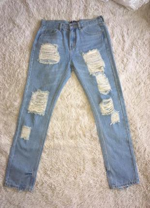 Рванные джинсы