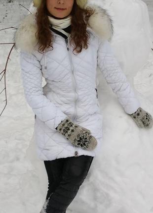 Белая стеганая куртка пальто пуховик на синтепоне с шикарным мехом на капюшоне