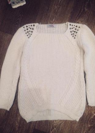 Белый тёплый свитер шерсть