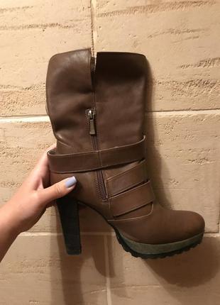 Ботинки на каблуках кожаные
