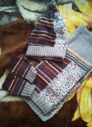 Стильный комплект :шапка, шарф и митинки
