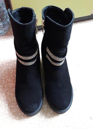 Зимние замшевые ботиночки с цегейкой внутри