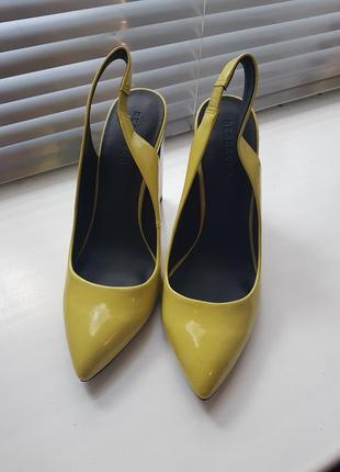 Элегантные туфли лодочки на устойчивом каблуке
