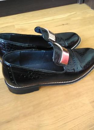 Красивые лаковые туфельки для золушки