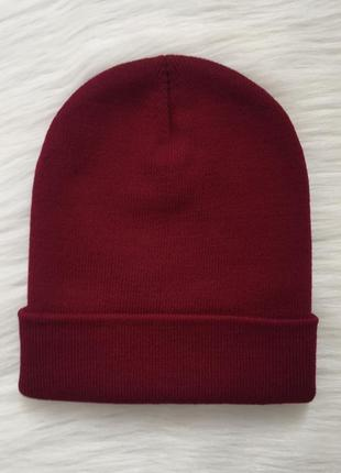 Бордовая шапка-бини