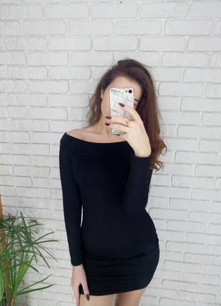 Платье с обнаженными плечиками