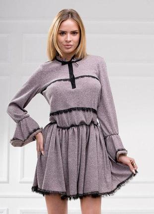 Мягкое, теплое платье с кружевом