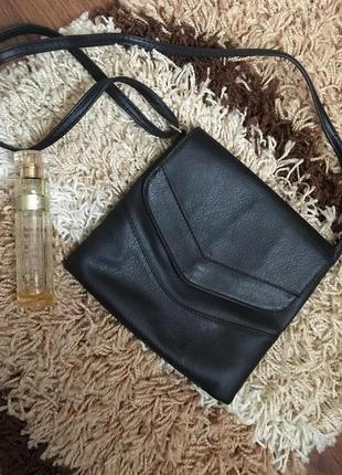 Чорна сумочка