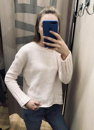 Мягенький бело-розовый свитер