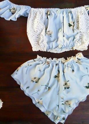 Нежный пижамный комплект с кружевом топ бандо + коротенькие шортики