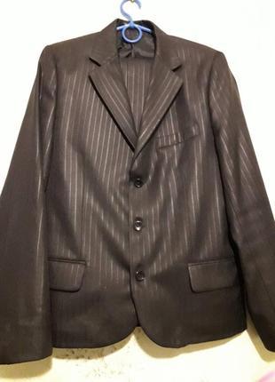 Продам мужской костюм отличного качества