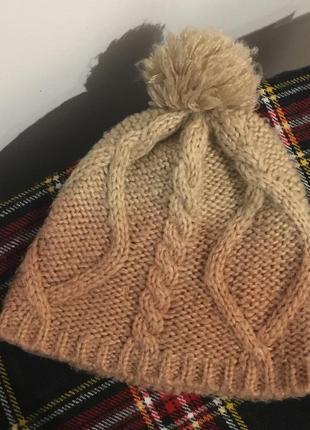 Светлая шапка в стиле омбре house