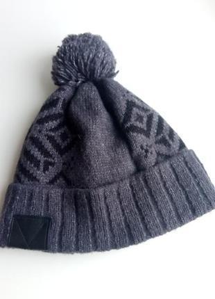 Классная теплая шапка с бумбоном