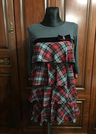 Шикарное платье с рюшами елочкой из шотландской клетки