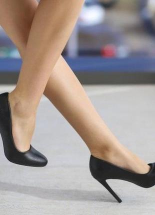 Туфли кожаные классические на высоком каблуке туфлі 39р.