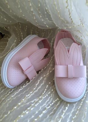 Нежно-розовые милашные слипоны с ушками, бантиком и перфорацией р.26