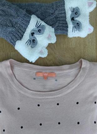 Нюдовый нежно розовый трикотажный свитерок/джемпер в горошек оверсайз