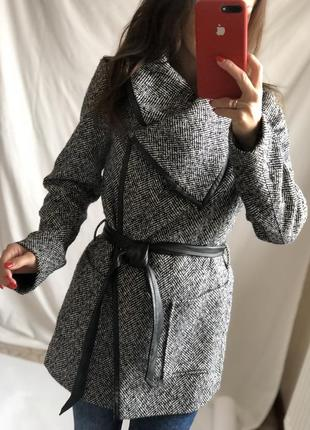 Стильное пальто с поясом