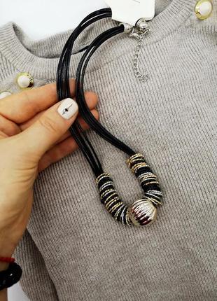 Колье ожерелье. бижутерия украшения. подвеска