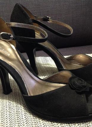 Нарядные туфельки-босоножки на каблуке
