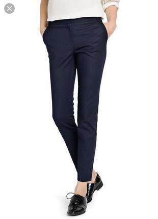 Тёмно-синие зауженные книзу брюки selected femme