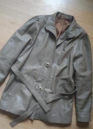 Кожаная кремовая куртка пальто
