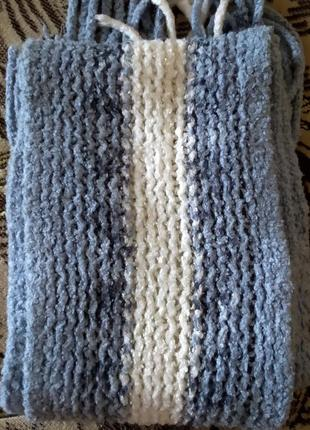 Милый голубой теплый шарф