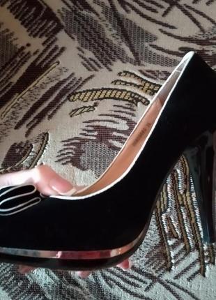 Красивейший туфли на каблуке