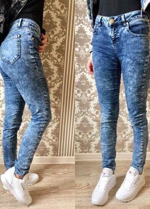 В наличии классные джинсы/базовые скинни,распродажа остатков.цену снижено