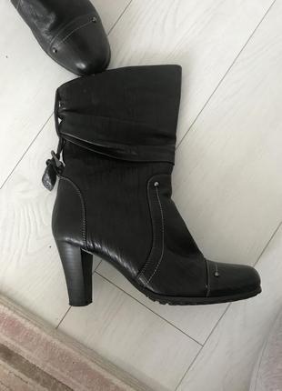 Зимние женские сапоги на каблуке