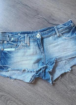 Короткие джинсовые шорты1