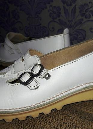 Высококачественные белые туфли# kickers