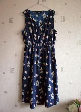Платье цвет благородный синий с нежно розовыми цветами