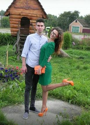 Платье зеленое миди. изысканное платье миди. xs-s