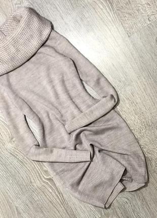 Платье свитер с обьемным горлом