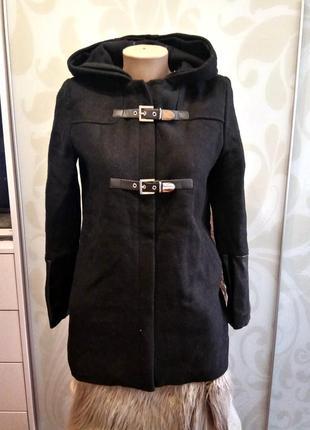 Теплое пальто дафлкот с капюшонои вставками кожзама
