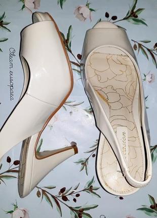 Стильные белые босоножки на каблуке next, размер 35,5-36