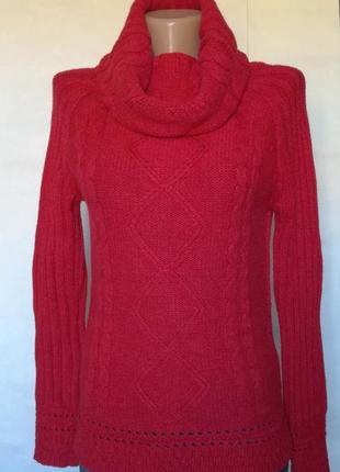Красный теплый свитер с хомутом