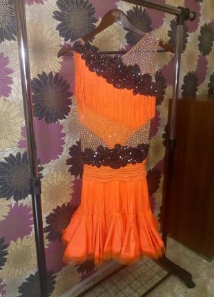 Яркое платье для латины