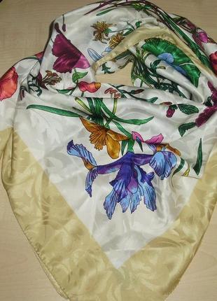 Italy красивый платок в стиле gucci