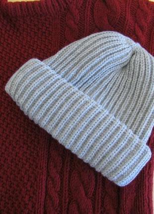 В'язана жіноча шапка