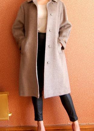 Шикарное пальто из шерсти ламы