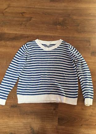 Красивий светер в полоску