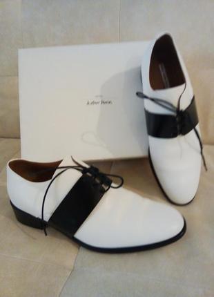 Белые туфли из натуральной кожи на низком каблуке