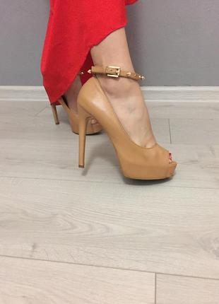 Туфли на шпильке от bershka