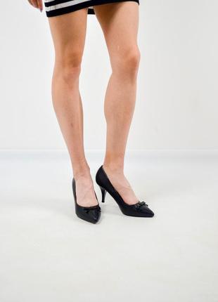ae454498ace Centro классические черные туфли на каблуке с острым носком и декором 37  (23