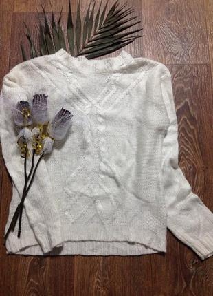 Красивый вязанный свитер