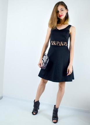 Amisu черное короткое приталенное платье мини с кружевом