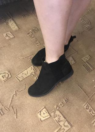 Чёрные демисезонные ботинки primark на низком каблуке 39 размер
