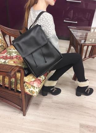 Рюкзак женский большой чёрный полуглянец для учебы, спортзала, прогулок, ноутбука